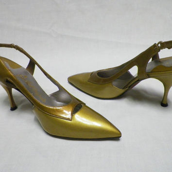 Rare Vintage New J W Robinson Gold Patent Leather Womens Slingbacks Size 7.5