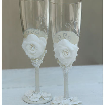 White Wedding champagne glasses hand painted. Wedding champagne glasses hand painted set.