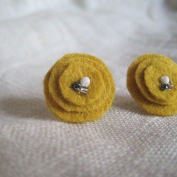 Lewis and Clark Rustic Wool  Felt  Earrings by VintageOoakDesigns