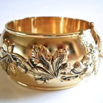 WHITING & DAVIS Hinged Bracelet Gold Tone Ornate Floral Relief, Large Vintage, Signed