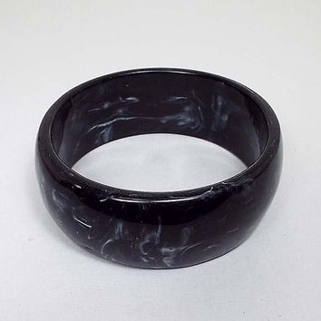 Large Wide Black Gray White Marbled Vintage Lucite Bangle Bracelet, Mid Century 1960s 60s, Mod Jewelry, Glam Fashion