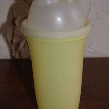 Vintage 1970s Tupperware Smoothie Shaker Cup Martini Shaker White Top Yellow Base With Insert