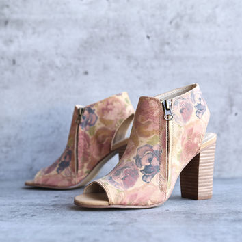 sbicca - thea women's floral print ankle bootie