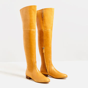 OVER-THE-KNEE FLAT LEATHER BOOTS DETAILS