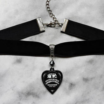 necklace choker velvet black ouija board planchette cameo gothic occult esoteric spiritism wicca magic witch witchcraft witchy dark