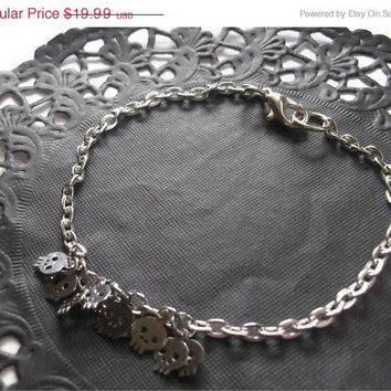 Tiny Silver Skulls Bracelet, Dainty Chain, Simple Modern Jewelry