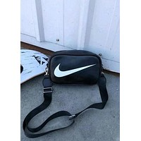 NIKE Tide brand classic big print logo men and women models shoulder slung portable pockets Black