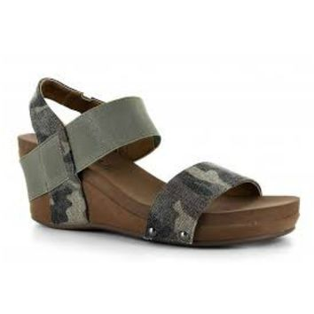 Bandit Wedge Sandal in Camo