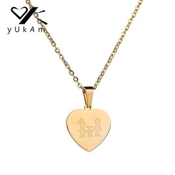 YUKAM Jewelry Stainless Steel Gold Family Love Heart Pendants Necklaces Mom Dad Daughter Short Choker Necklaces for Women Gifts