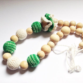 Green crochet teething necklace, Nursing necklace, Baby teething toy