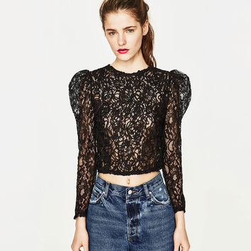 CROPPED T-SHIRT WITH LACE DETAILS