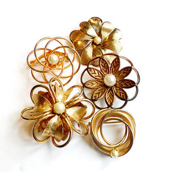 Vintage Flower Brooch Lot - Cultured Pearl - Faux Pearl - Gold Tone Metal - Wreath Pin Broach - Bridal Wedding Accessories - Clover Posey
