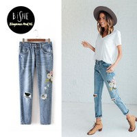 Flowers Embroidered Jeans Women 2017 Fashion mom Pants Denim Jeans For Woman Pencil Pants Light Blue European Femme Trousers