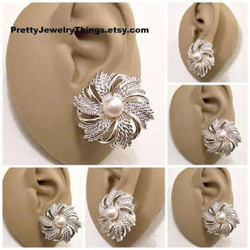 Sarah Coventry Pearl Windmill Clip On Earrings Silver Tone Vintage Sarah Coventry Twisted Smooth Open Swirl Strands White Bead