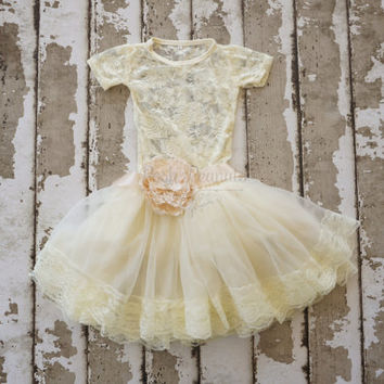 Girls birthday Outfit - ivory flower girl outfit - lace 1st birthday outfit - petti top set - Baby Pettiskirt Outfit-pettiskirt- tutu