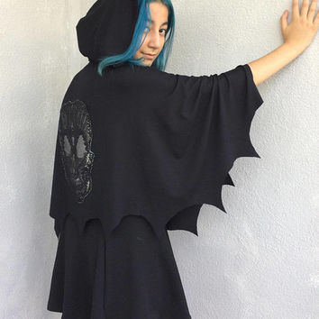 Halloween Cape, Bat Hooded Cape, Bat Costume, Spooky Hooded Cape, Skull Cape, Animal Capelet, Cosplay Hoodie, Animal Cape, Scoodie Capelet