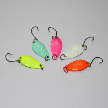 free shipping 5pcs mixed colors two sides painted spoon fishing lure isca artificial bait fishing tackle trout lure metal bait