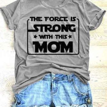 The Force Is Strong With This Mom T-Shirt Summer Fashion Clothing Graphic Gray Camisetas Vintage Tops Trendy t shirt Ladies Tee