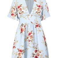 Plus Lucy Angel Sleeve Floral Skater Dress | Boohoo