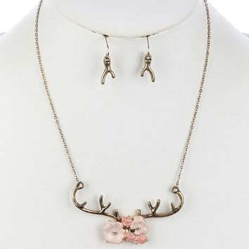 Antler Pendant Necklace Set