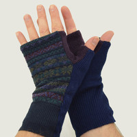 Men's Fingerless Mitts in Dark Blue Wine Gold and Green Pattern - Recycled Wool - Fleece Lined