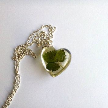 Heart shape real flower resin necklace with green strawberry leaf Love heart pendant Resin jewelry Real dried flower jewellery Resin pendant