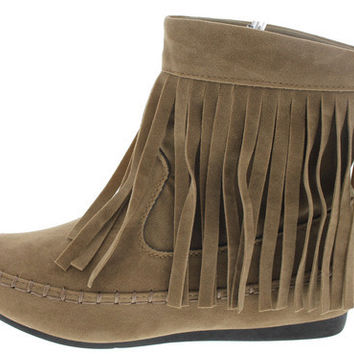FLURRY2 TAUPE SU FRINGE MOCCASIN ANKLE BOOT