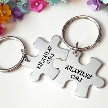 Roman Numberal Keychains, Couple Keychains, Boyfriend Gift, Gifts for Girlfriend, Personalized Key Chains, Puzzle Piece Keychain, Customize