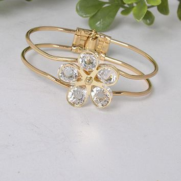 3D Floral Pattern Hollow Bracelet