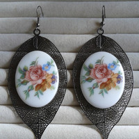 flower porcelain cameo black hollow leaf silvertone dangle earrings