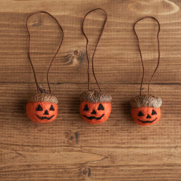 Jack O' Lantern Felted Acorn Ornaments, Halloween Decorations, Pumpkins, Gift Tie On, Fall, Autumn, Weddings, Rustic, Party Favors, Set of 3