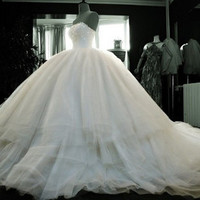 Super luxury Cathedral A-line tulle wedding dress Strapless wedding dress custom tail