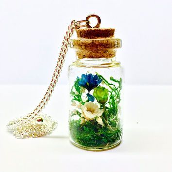 Terrarium Necklace, Terrarium Pendant, Terrarium Jewelry, Glass Bottle Terrarium, Glass Vial Necklace, Preserved Moss, Real Dried Flowers