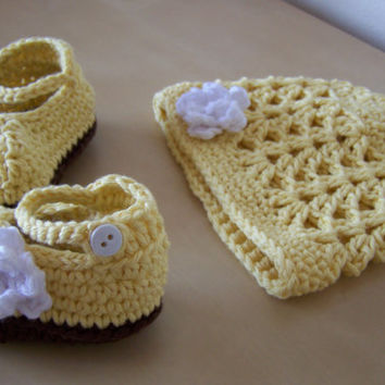 baby girl clothing, crochet hat and booties, baby shower gift