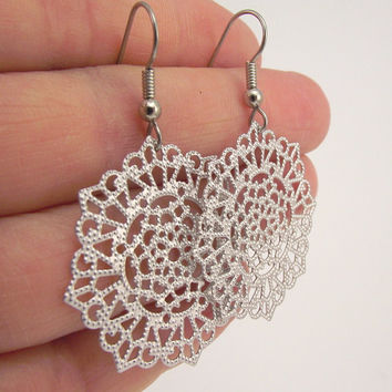 Round Silver Snowflake Earrings, Silver Filigree Earrings,  Silver Earrings, Holiday Gift, Winter Jewelry