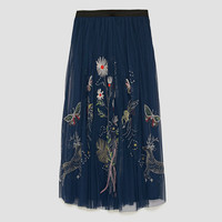 EMBROIDERED TULLE SKIRT DETAILS