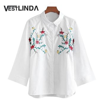 VESTLINDA Autumn Embroidery Blouses Shirt 2017 Wide Sleeve Casual Floral Embroidered White Shirt Loose Polo Neck Blouse Size S-L