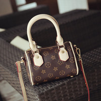 Fashion handbags on sale = 4453447876