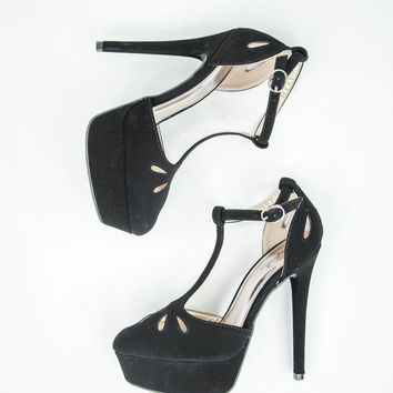Sassy Stiletto Pumps in Black