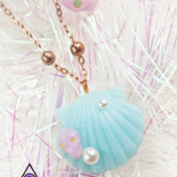 Holy Mermaid Shell necklace - Pale Blue