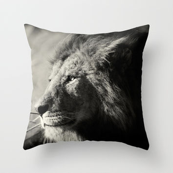 The King, Serengeti Throw Pillow by Prowling with lions, Pekka Järventaus