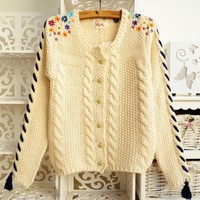 Fringed sweater embroidered flowers BBBJE from funkycatsterz