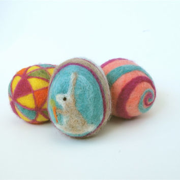 Kit to make three felt Easter eggs. DIY felt Easter egg kit. Comes with 3 styrofoam eggs, 2 felting needles, instructions and coloured wool