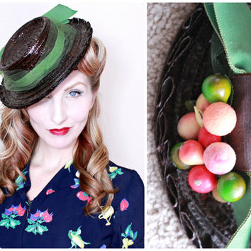 1940s Hat / VINTAGE / 40s Hat / Tilt / Toy / Fruit Hat / Straw / Green Ribbon / LIKE NEW