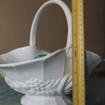Vintage milk glass fenton Glass White Basket shabby Chic Antique