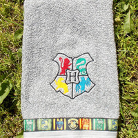 Hogwarts Crest Harry Potter Hand Towel - Grey