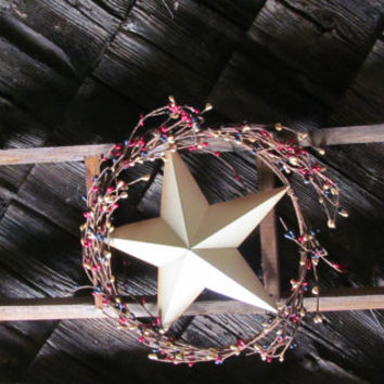 Primitive Ladder Pipberry Wreath and Star Wooden Ladder Wall Decor Tobacco Lath Wood Red White and Blue Primitive