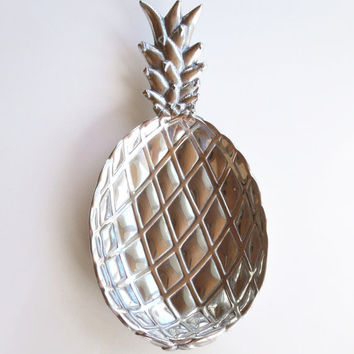 Bruce Fox Design Armetale metal pineapple serving dish tray - Wilton Armetale silver-tone serving dish - Housewarming gift