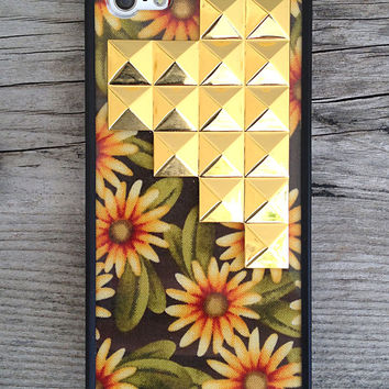 Sunshine Daisy Gold Studded Pyramid iPhone 5/5s Case