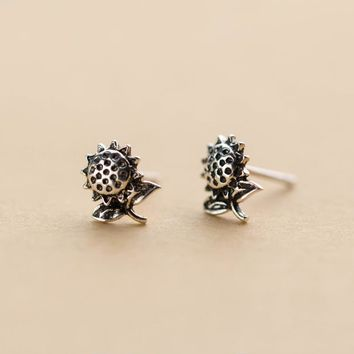 MloveAcc Vintage Sunflower Earrings Antique Finish Small Stud Earrings for Women 925 Sterling Silver Jewelry